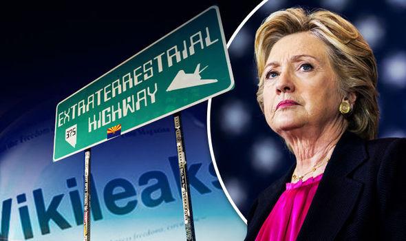 Gelekte e-mails Hillary Clinton over buitenaardsen een opmaat naar een in scene gezette buitenaardse invasie?