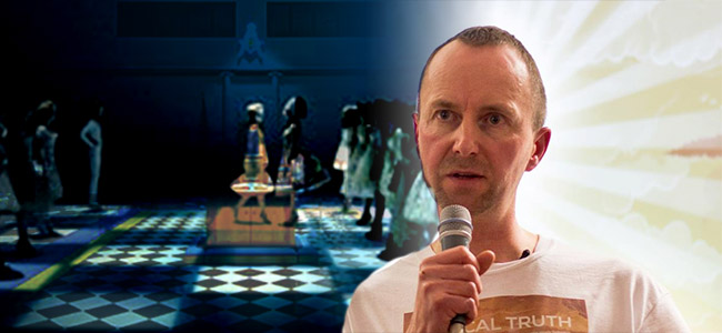 Satanische rituelen en Monarch Mind Control in de muziekindustrie – Mark Devlin & Freeman Fly